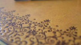 Sieben Kreuzchen in einem Notizbuch